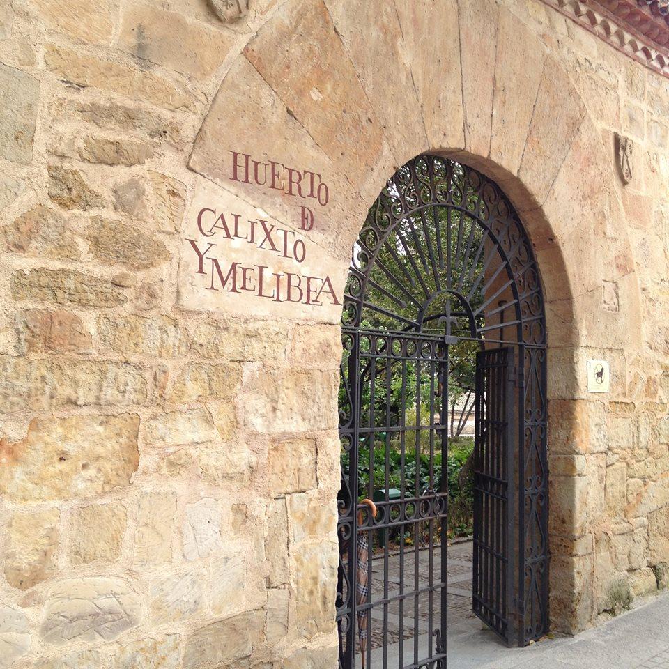 Puerta de acceso al huerto.