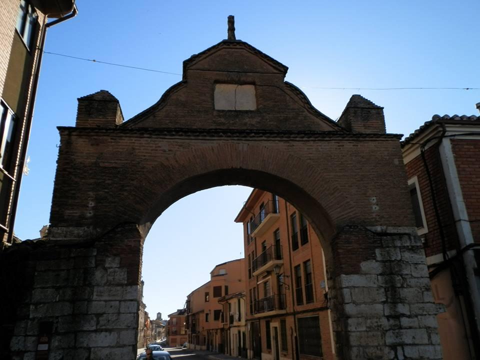 Puerta de Santa Catalina, ante la que Felipe II juro los fueros y privilegios de la ciudad.